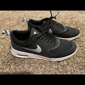 Black Nike air max 6.5